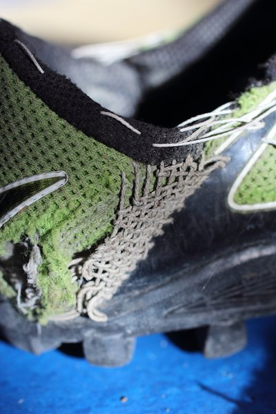 Inov-8 BareGrip 200 - Darning and repairs